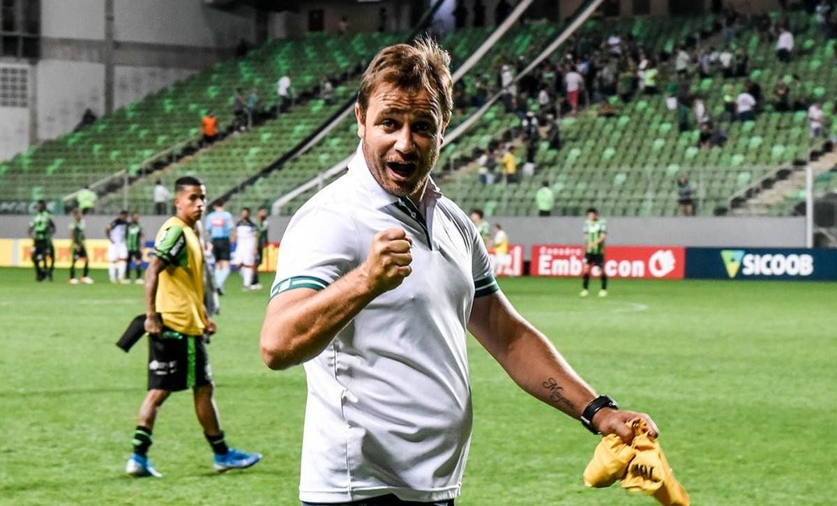 O professor fica! Felipe Conceição renova contrato com o América ...