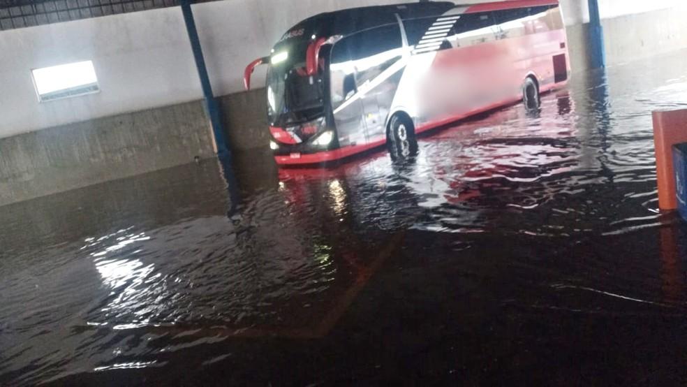 Parte de terminal rodoviário fica inundada após forte chuva em Tatuí — Foto: Arquivo Pessoal