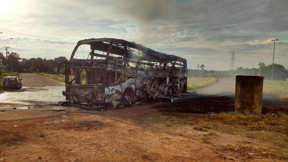 Ônibus seguia de Manaus para Boa Vista e transportava mercadorias (Foto: Arquivo pessoal)