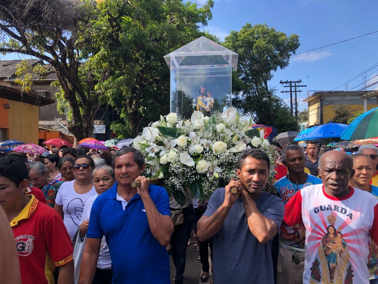 Procissão de São José reúne e emociona fiéis pelas ruas do Centro de Macapá