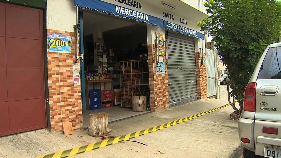 Mercadinho foi assaltado na manhã desta quinta (3) no Putim (Foto: Reprodução/TV Vanguarda)