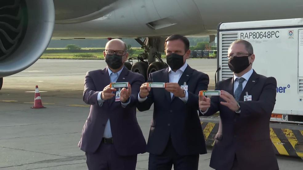 Governador de SP acompanha chegada de lote da vacina CoronaVac — Foto: Reprodução/TV Globo