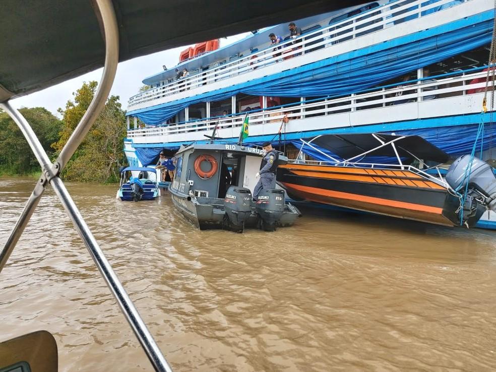 Embarcação é apreendida em Tefé, no interior do Amazonas, por descumprir decreto estadual — Foto: Divulgação