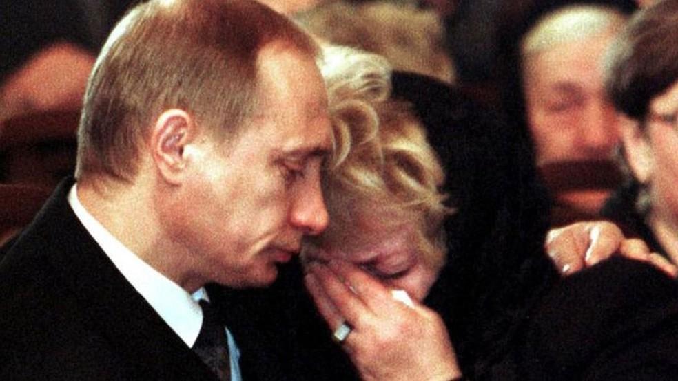 -  Putin parecia realmenteabalado durante o funeral de seu mentor na política  Foto: Reuters/ BBC