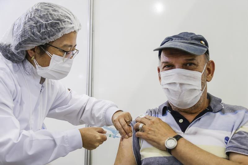 Confira cronograma de vacinação da segunda dose contra a Covid-19 para idosos de 74 a 71 anos, em Curitiba