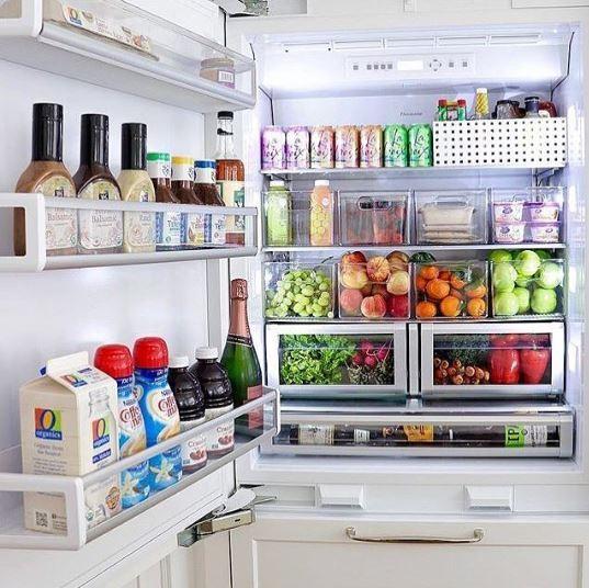 Organização é uma questão de hábito. No método KonMarie, ele começa pelas roupas e pode ir parar dentro da sua geladeira (Foto: Instagram/Reprodução)