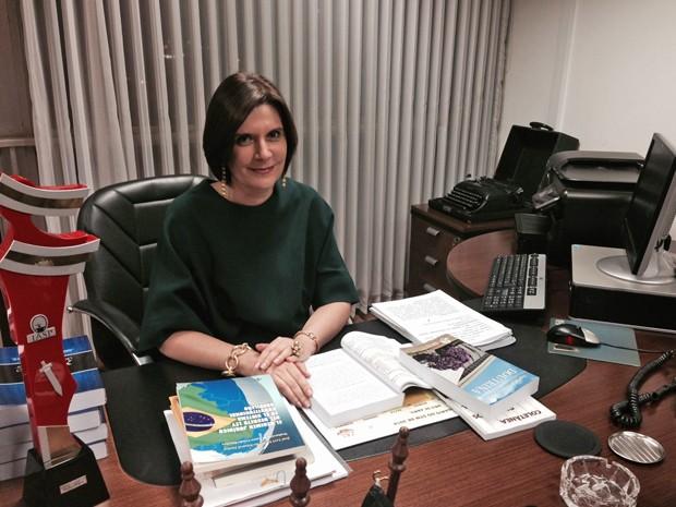 A ministra Maria Elizabeth Teixeira Rocha durante entrevista em seu gabinete (Foto: Nathalia Passarinho / G1)