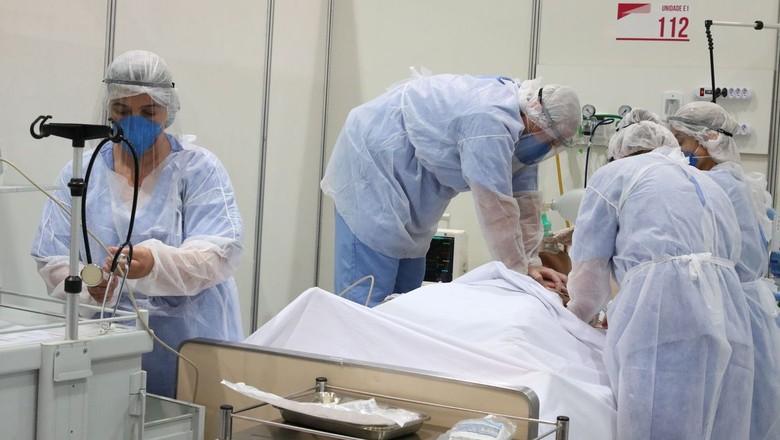 Atendimento de pacientes de Covid-19 (Foto: Rovena Rosa/Agência Brasil)
