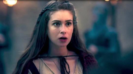 Afonso conta para Amália que é príncipe e cena bomba na web