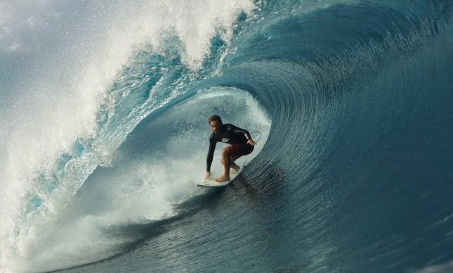 Lucas Silveira em Teahupoo, no Taiti