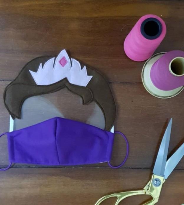 Empreendedoras criam máscaras de personagens para estimular adesão das crianças