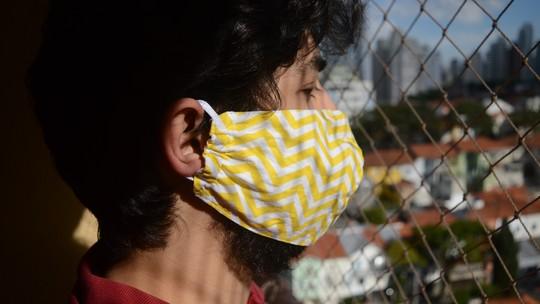Uso de máscara de tecido pode provocar alergia no rosto? Dicas para cuidar da pele em casa