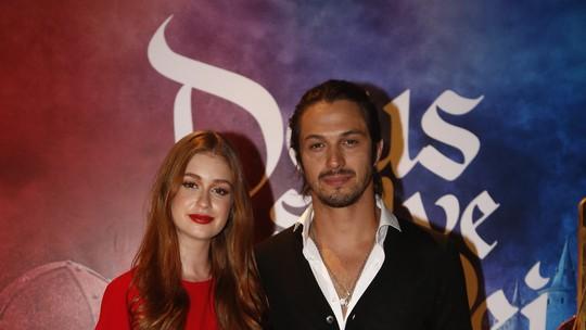 Fãs vibram nos cinemas com estreia de 'Deus Salve o Rei'