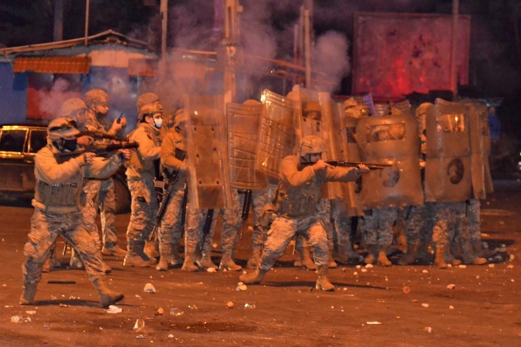 Protestos contra confinamento deixam 45 feridos no Líbano