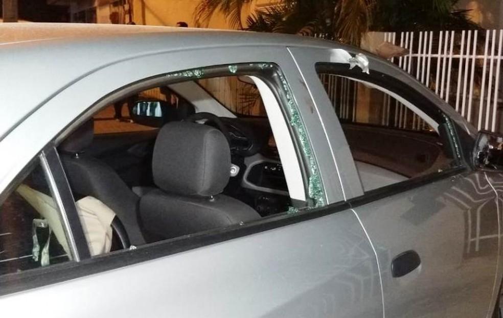 Carro foi atingido por mais de 10 disparos — Foto: Divulgação