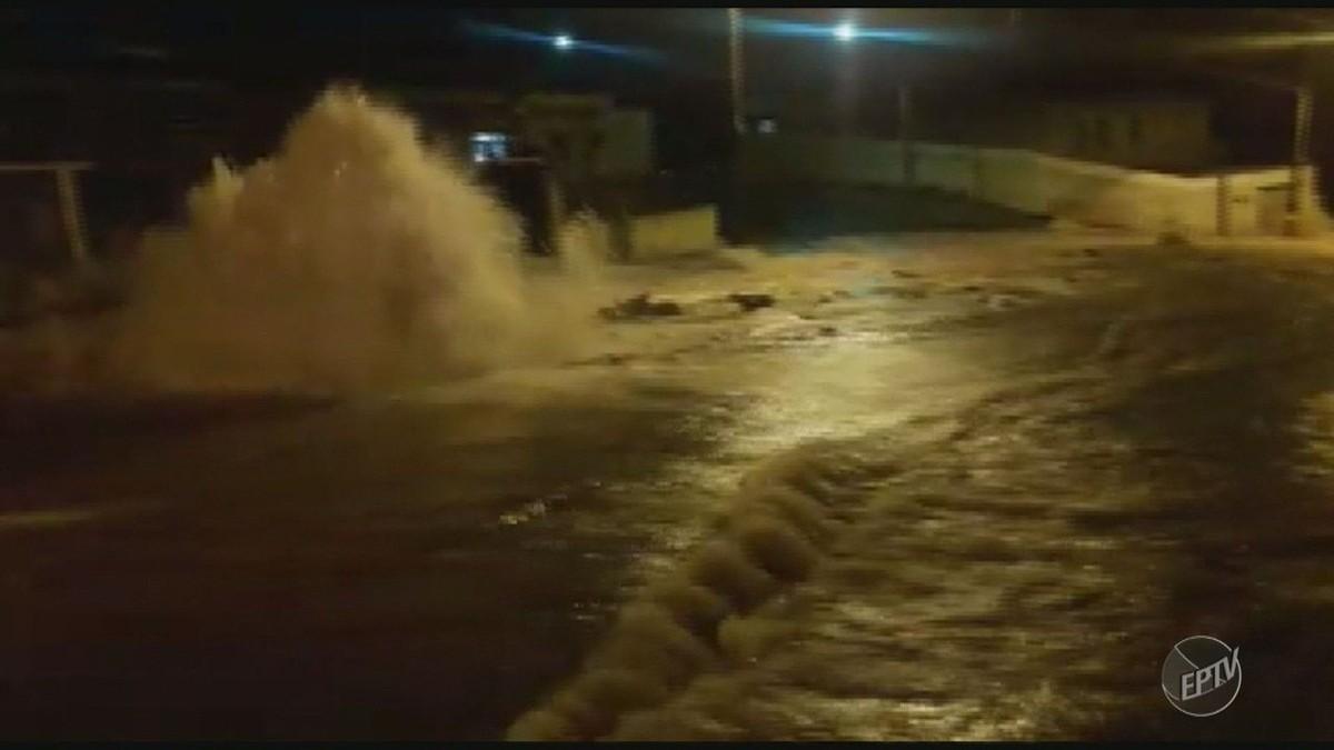 Após 18h, Sanasa conclui reparo de adutora que provocou 'enchente' em bairro de Campinas
