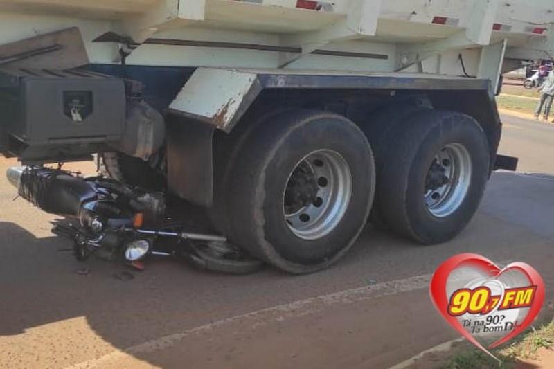 Homem morre após moto ser atingida por caminhão em rodovia de MS