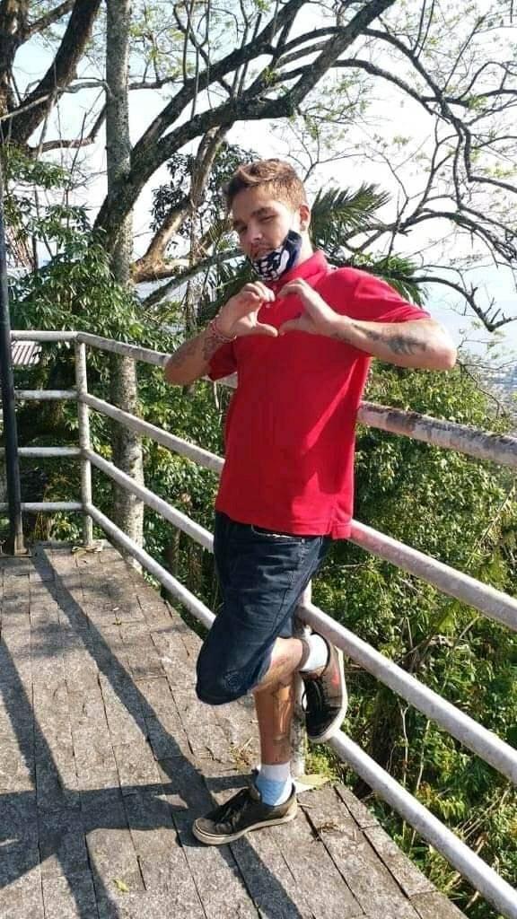 Jovem é enterrado 4 meses após pai encontrar cabeça dele dentro de mala em SC