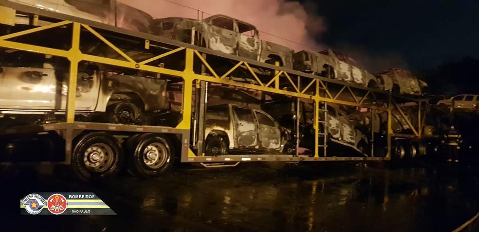 Incêndio em pátio de veículos em São Bernardo do Campo — Foto: Divulgação/Corpo de Bombeiros