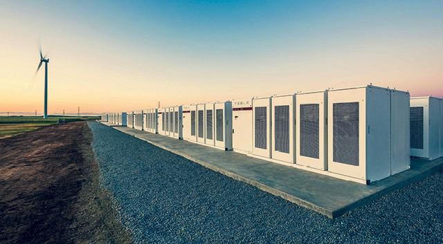 Maior parque de baterias do mundo, na Austrália: os acumuladores dão constância à oferta de energia de fonte eólica (Foto: Divulgacão)
