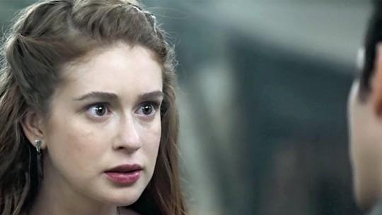 Amália, vivida por Marina Ruy Barbosa, descobre que Afonso mentiu sobre sua identidade