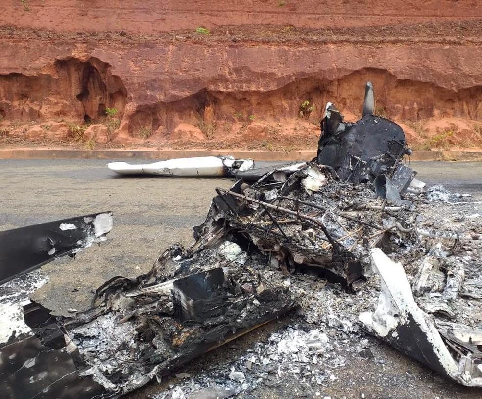 Avião caiu na MT-239, próximo a Campo novo do Parecis. — Foto: Willian Tessaro