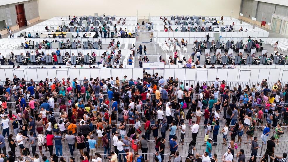 Lugar na fila para cadastro biométrico em Fortaleza é negociado por até R$ 100 — Foto: Thiago Gadelha/SVM