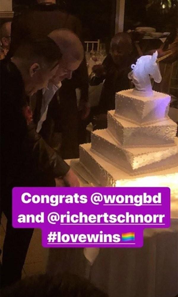 O ator BD Wong em seu casamento com Richert Schnorr (Foto: Instagram)