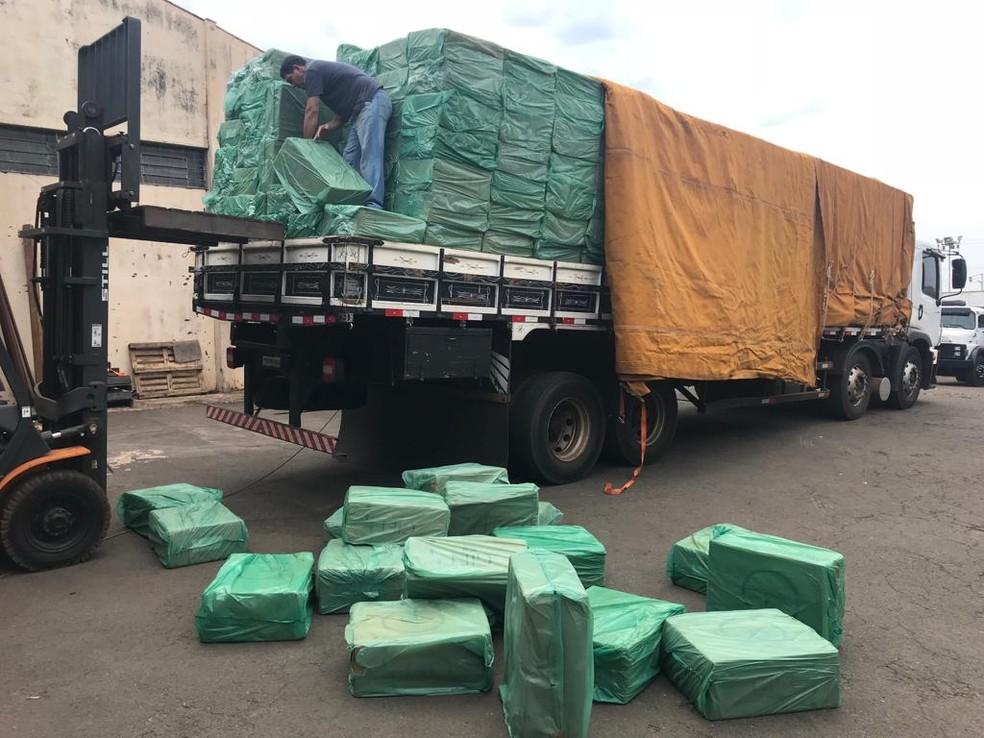 Segundo a PF, 105 mil caixas de cigarros foram apreendidas – totalizando 52 milhões de maços – durantes os três anos de investigação — Foto: Polícia Federal/Divulgação