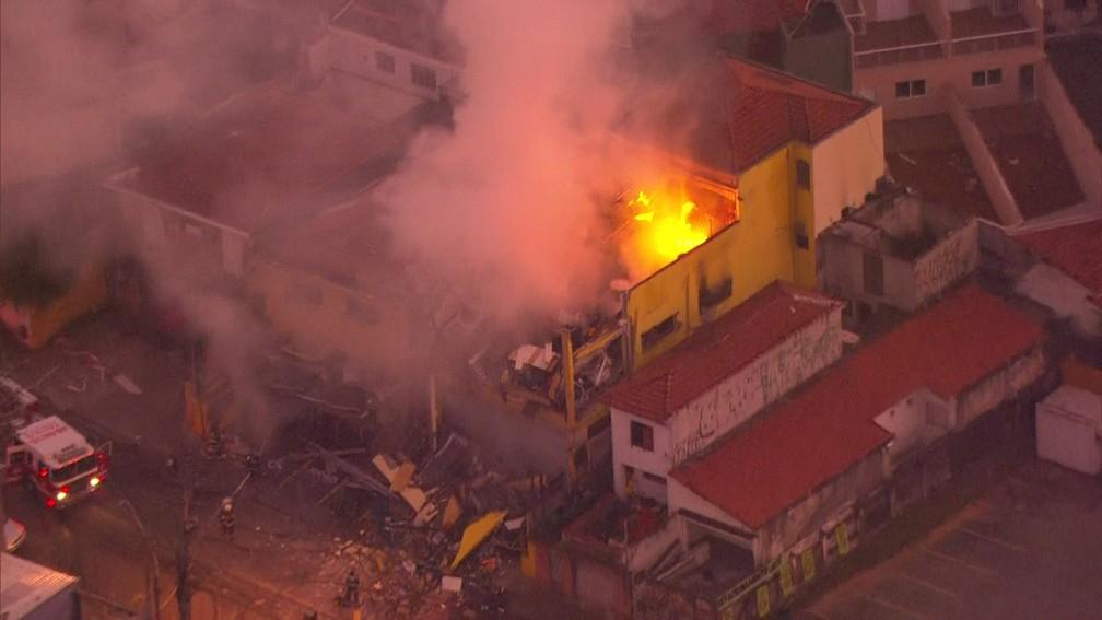 Incêndio atinge supermercado na Vila Sônia, na Zona Sul de SP — Foto: Reprodução/TV Globo
