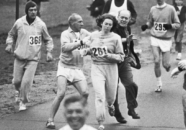 """Kathrine Switzer no incidente que quase a tirou da Maratona de Boston em 1967: """"Pior momento da minha vida"""" (Foto: Reprodução)"""