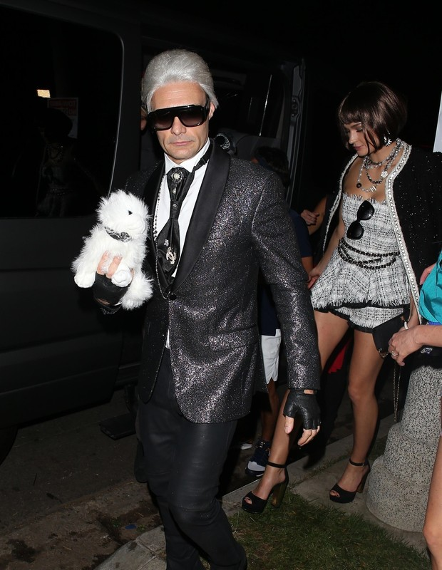Beverly Hills, CA  - Ryan Seacrest, who is dressed up as Karl Lagerfeld, is seen leaving the Casamigos Halloween party in Beverly Hills with his girlfriend Shayna Taylor.Pictured: Ryan Seacrest, Shayna TaylorBACKGRID USA 27 OCTOBER 2018 BYLINE (Foto: 42 / BACKGRID)