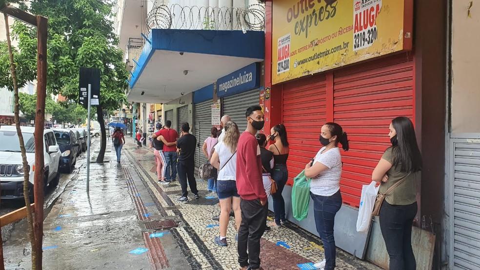 Este sábado (9) é o último dia de funcionamento do comércio antes do novo fechamento de BH — Foto: Camila Falabela/TV Globo