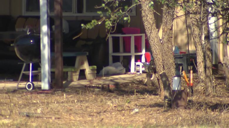 Fachada da casa onde as crianças foram encontradas (Foto: Reprodução CNN)