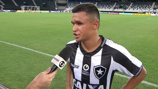 """Erik reconhece início ruim do Botafogo e aposta fichas no clássico: """"Pode mudar tudo"""""""