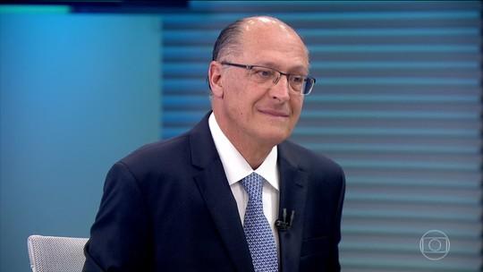 Alckmin diz que partidos estão fragilizados e que 'quem ganhar subirá a rampa em dia de chuva com lata d'água na cabeça'