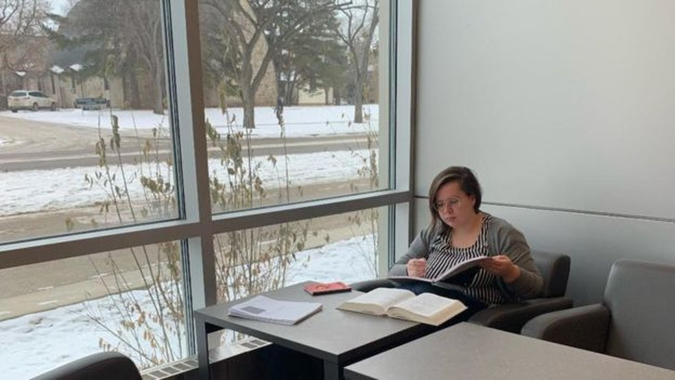 Geóloga formada na Universidade Federal do Rio de Janeiro (UFRJ), Renata Leonhardt recebeu uma bolsa da Universidade de Saskatchewan, uma das 15 melhores universidades do Canadá em pesquisa  — Foto: Arquivo Pessoal via BBC