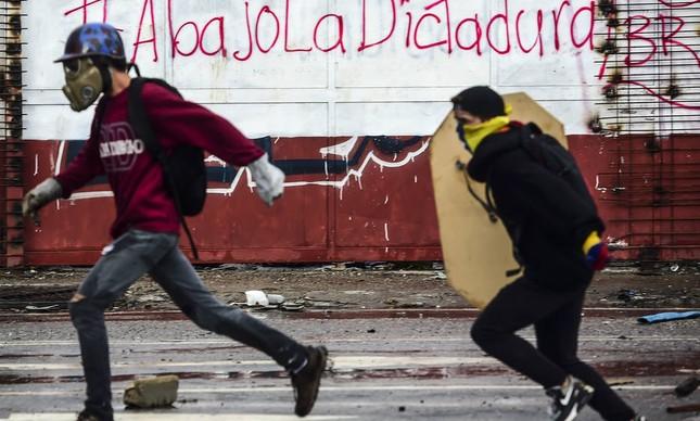 """Na avaliação da OEA, desde 2002, quando Hugo Chávez ainda comandava a Venezuela, """"dois milhões de venezuelanos abandonaram o país"""" (Foto: Ronaldo Schemidt / AFP)"""