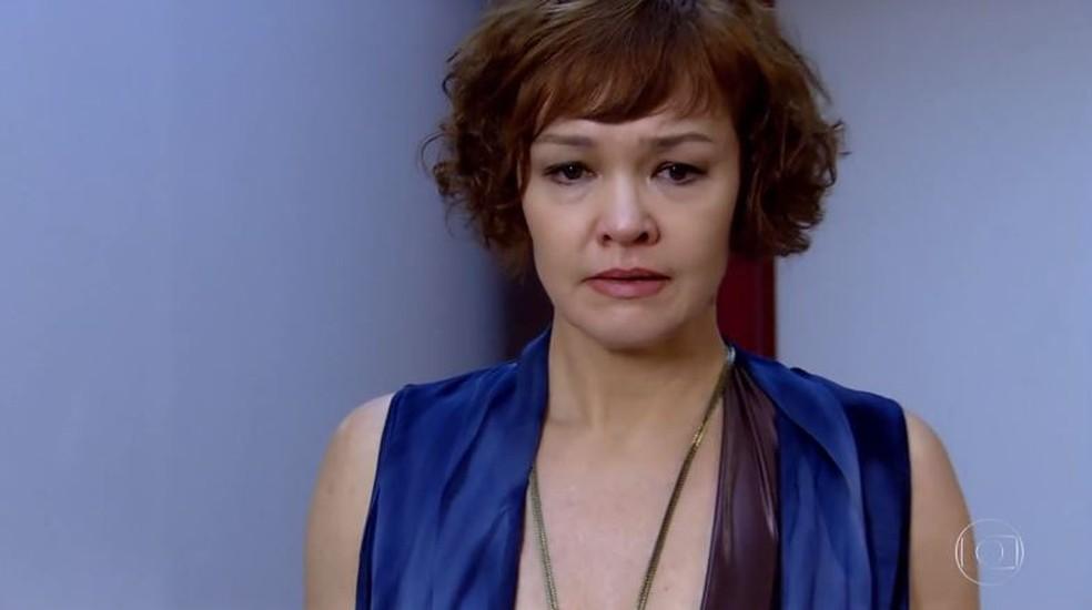 Esther fica destruída ao saber que Beatriz é mãe de Vitória em 'Fina Estampa' — Foto: Globo