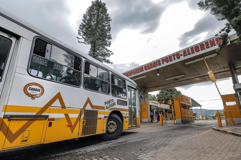 Empresa pública Carris opera linhas de ônibus em Porto Alegre — Foto: Alex Rocha/PMPA/Divulgação