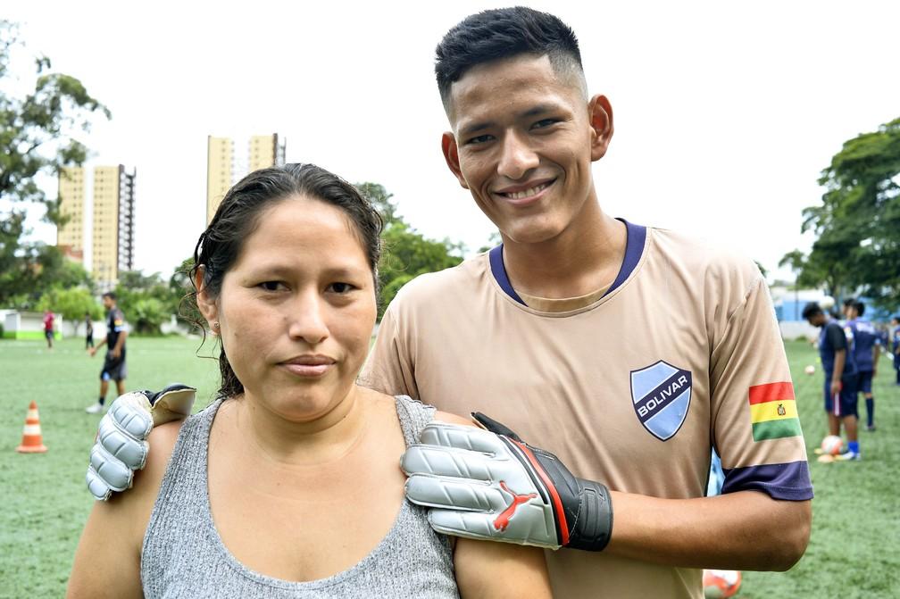 Mãe de Nik veio sozinha para o Brasil, em busca de trabalho, e depois trouxe os filhos da Bolívia — Foto: Marcos Ribolli