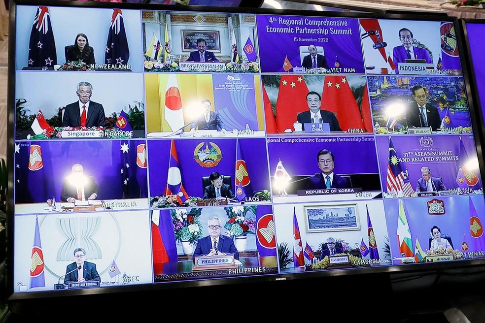 Realizado em Hanói, no Vietnã, o encontro teve a participação remota dos líderes dos demais países. — Foto: Kham/Reuters