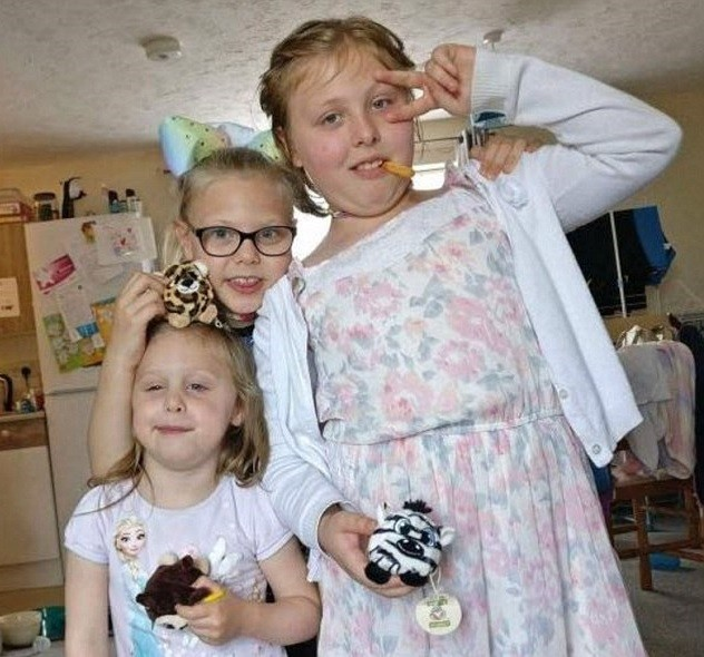 Mia, de 10 anos, e as irmãs Lexi-May Bennett, 9, e Neave-Marie Bennett, 4 (Foto: Arquivo pessoal)