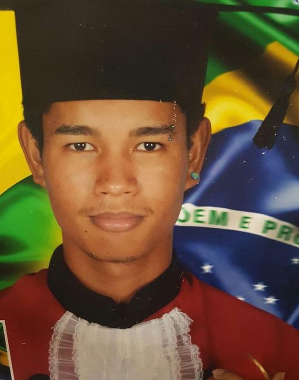 Lucas de Araújo tinha 21 anos e foi encontrado morto na manhã desta quarta-feira (13) (Foto: Arquivo da família )