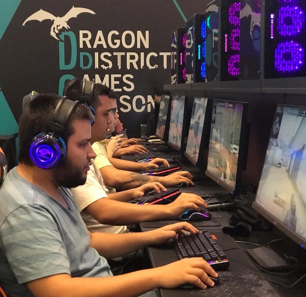 Players de eSports participam do evento Dragon District Games Season, em Brasília — Foto: Lillyan Marra/Divulgação