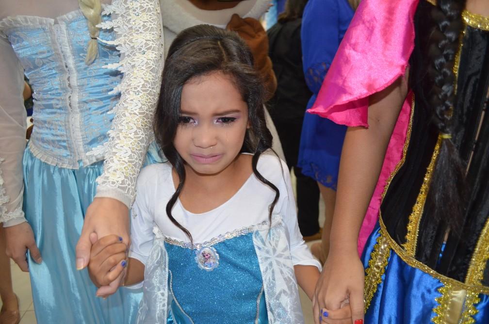Rinah Laís não conteve a emoção e chorou (Foto: Rita Torrinha/G1)