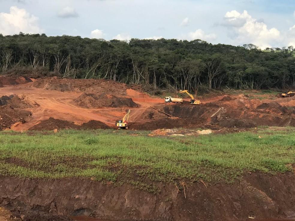 Máquinas pesadas são usadas nas buscas por vítimas em Brumadinho — Foto: Corpo de Bombeiros/Divulgação