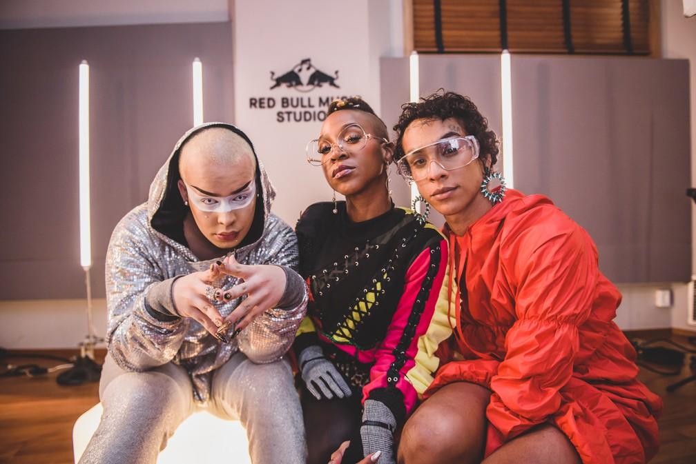 Gloria Groove, Karol Conka e Linn da Quebrada gravam 'Alavancô' — Foto: Helena Yoshioka/Divulgação