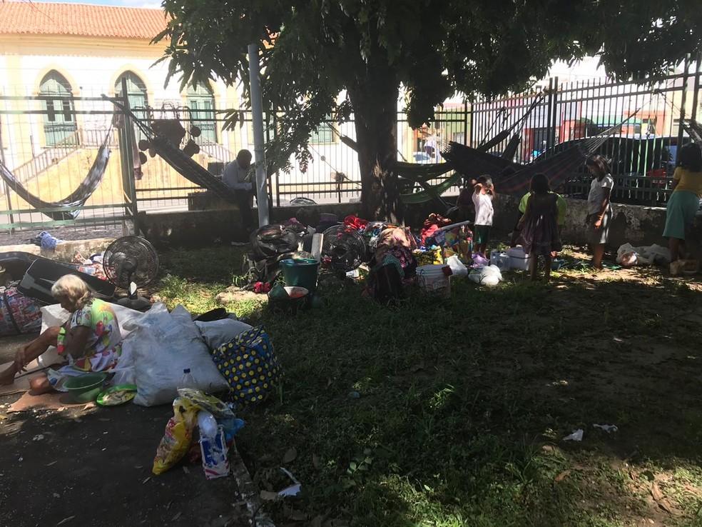 Venezuelanos estão acampados na Praça Saraiva, Centro de Teresina.  — Foto: Lorena Linhares/G1