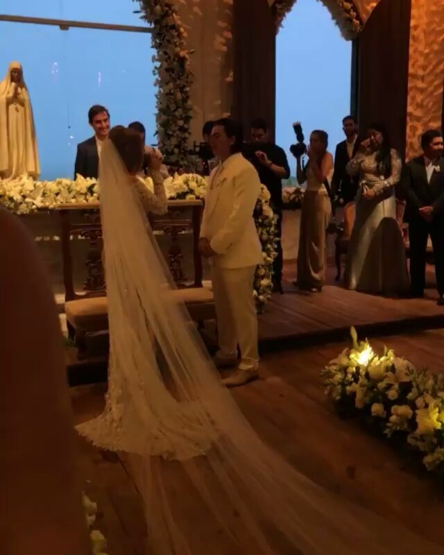 Luisa Sonza e Whindersson Nunes em momento emocionante da cerimônia (Foto: Reprodução/Instagram)
